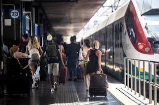 Sale su un treno alla Stazione Termini senza biglietto e aggredisce i poliziotti che tentato di fermarlo