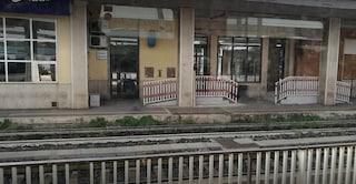 Suicidio treno Roma - Velletri, uomo fa finta di leggere giornale e poi s'inginocchia sui binari