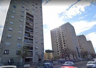 """Tor Bella Monaca, famiglia rom minacciata in casa popolare: """"Dovete andarvene da qua"""""""