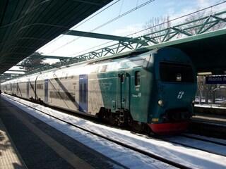 Passeggero minacciato sul treno con una pistola: denunciato un 19enne