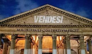 Vendesi: la scritta è comparsa questa notte su alcuni dei più importanti monumenti di Roma