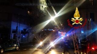 Incendio al Pigneto, morta una donna: ha dato fuoco a casa e si è lanciata dal balcone