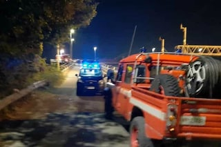 Piedimonte, auto precipita sui binari da un cavalcavia: un morto, treni rallentati tra Roma e Napoli