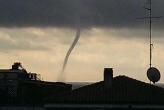 Tromba marina avvistata al largo di Anzio, maltempo in arrivo: previsti temporali forti