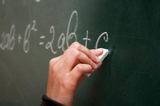 L'ossessione per la prof: minaccia un'insegnante e la perseguita pedinandola fino a scuola