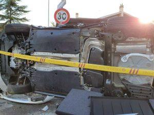 Incidente a Morena, auto ribaltata