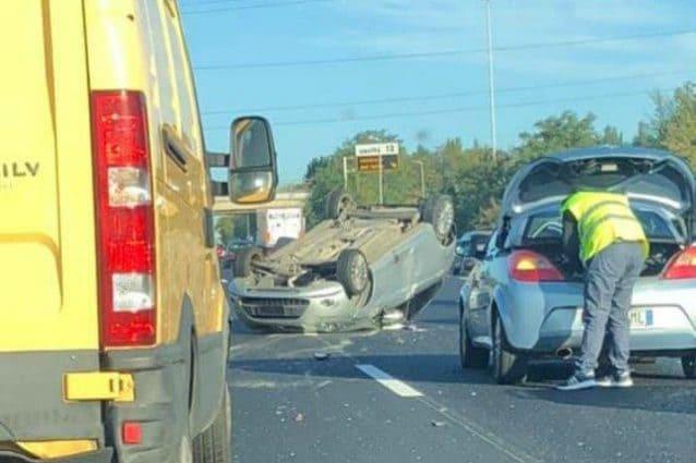 L'incidente sulla carreggiata esterna del Gra (Foto di Irene Pignoli)