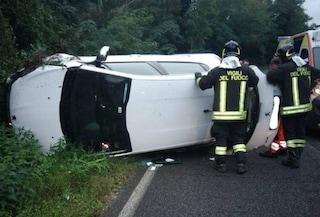 Incidente stradale ad Anguillara Sabazia: auto finisce fuori strada e si ribalta