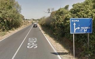 Incidente sulla Braccianese alle porte di Roma: auto travolge un ciclista