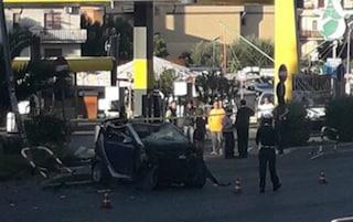 Tragedia nella notte sulla Casilina: 22enne si schianta con l'auto e muore
