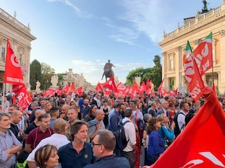 """Lavoratori Roma Metropolitane in Campidoglio dopo ferimento Fassina: """"25 ottobre sciopero generale"""""""