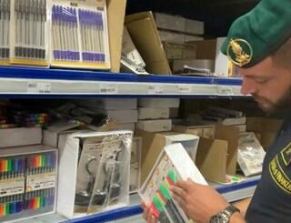 Astucci, penne e matite colorate per la scuola: sequestrati 830mila articoli pericolosi