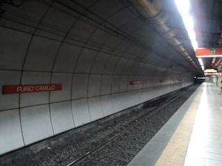 Chiusa la metro di Furio Camillo per guasto alle scale mobili: ancora disagi per i passeggeri