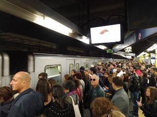 Metro Tiburtina guasta, è caos sulla banchina: ancora disagi per i passeggeri