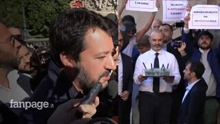 """Salvini in Campidoglio contro Raggi: """"Si dimetta, se ha dignità"""". I 5 Stelle brindano con il Mojito"""