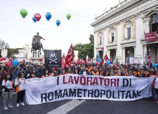 """Carlo Calenda: """"Consiglio comunale ostaggio sindacati"""". Centrosinistra: """"Populismo e antipolitica"""""""""""