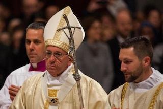 Crollano frammenti dal soffitto di San Pietro durante la messa di Papa Francesco: sala evacuata