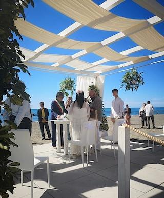 Celebrato il primo matrimonio alla 'Spiaggia degli Sposi' di Ostia