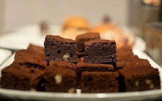 Signora spediva torte al cioccolato al carabiniere di cui era innamorata: condannata per stalking