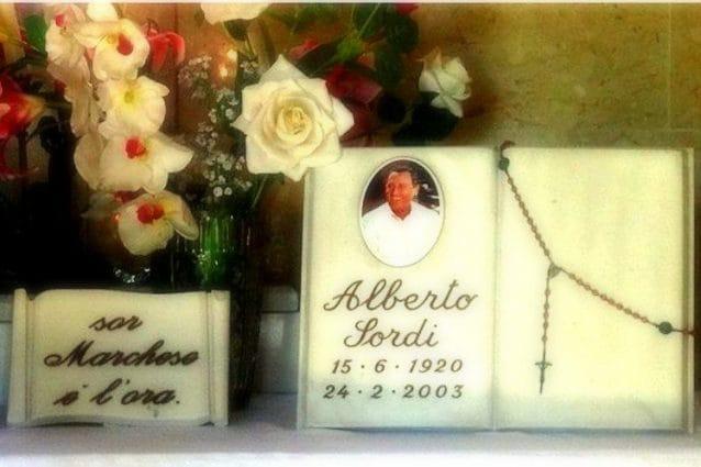 La tomba di Alberto Sordi al Cimitero del Verano