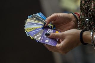 Truffe ad agenzie e istituti di credito: ladro d'identità apre 15 conti bancari con documenti falsi