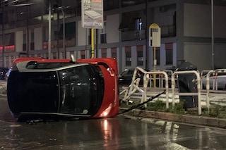Roma, incidente in via Monte Cervialto: auto si ribalta a causa della pioggia