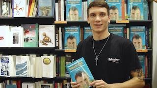"""Manuel Bortuzzo, presenta il libro Rinascere: """"Non vi arrendete mai"""""""