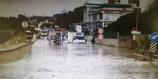 Nubifragio a Civitavecchia, Aurelia allagata: automobilisti bloccati in macchina, soccorsi sul posto
