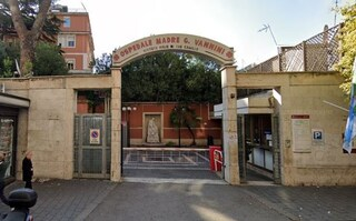 Roma, ubriaco entra al Vannini brandendo un coltello: aggredite infermiere e guardia giurata