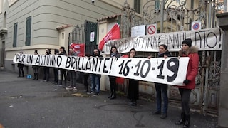 """Juwelo Italia, i 40 lavoratori cacciati con un sms ora saranno licenziati: """"Scioperiamo"""""""