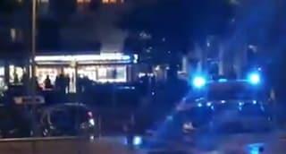Roma, rapina a colpi di pistola in un bar di Cinecittà: ferito il titolare, morto un rapinatore