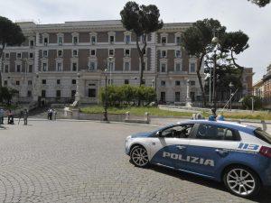 Il palazzo del Viminale presidiato dalla polizia