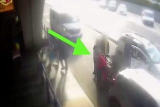 """Tassista prende a pugni cliente a Fiumicino, il legale: """"La verità non è quella del video"""""""
