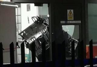 Ardea, colpo in banca con l'esplosivo: caccia a tre rapinatori