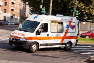 Incidente frontale su via Casilina: schianto tra una Mercedes e una Punto, 2 feriti