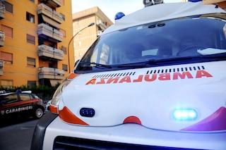 Roma, cade dalla finestra del sesto piano mentre fa le pulizie: morta una donna a Cinecittà