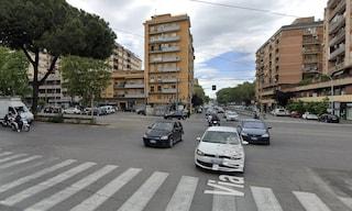 Incidente stradale in via Prenestina, furgone investe un pedone: morto 77enne