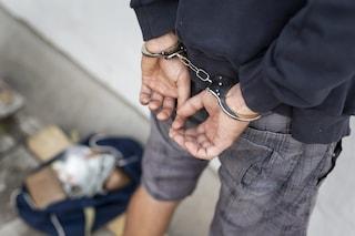 Picchia e violenta la moglie, poi per vendicarsi fa sparire le tre figlie: arrestato un 37enne