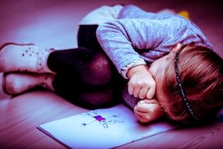 Frosinone, abbandona i figli in casa tra la sporcizia: denunciata una mamma