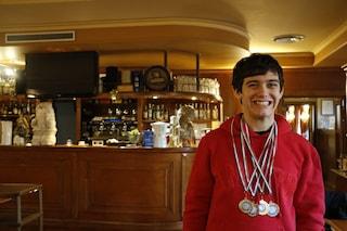"""Riccardo, campione nazionale di nuoto affetto da autismo: """"La sua vita migliore grazie allo sport"""""""