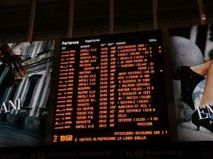 Il tabellone delle partenze alla Stazione Termini (foto scattata alle 20.05)