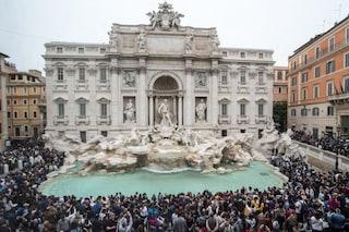 Roma, vietato sedersi sulla Fontana di Trevi: avrà barriere protettive