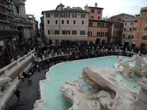 Veduta di Fontana di Trevi dalle finestre di Palazzo Poli