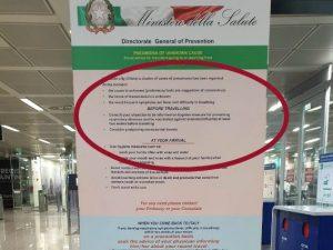 Il volantino del Ministero della Salute all'Aeroporto di Fiumicino