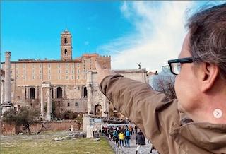 Mi candido sì, mi candido forse: intanto Carlo Calenda studia da sindaco di Roma