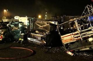 Incendio a Ostiense, bruciano camper: un morto carbonizzato