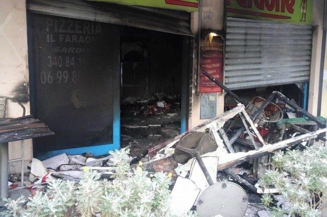 La pizzeria distrutta dalle fiamme (Foto Facebook)