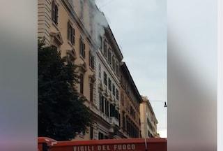 Incendio in appartamento a Prati, chiusa strada: al lavoro i vigili del fuoco