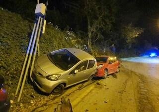 Incidente ad Albano Laziale, 27enne ubriaco si schianta su tre auto in sosta