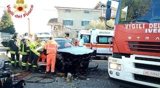 Incidente a Borgo Montello, Suv finisce fuori strada: grave una donna, era incastrata nelle lamiere